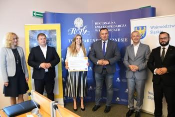Wręczenie promes umów o dofinansowanie w siedzibie Regionalnej Izby Gospodarczej w Katowicach. fot. Patyk Pyrlik / UMWS