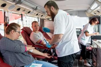 Oddają krew potrzebującym