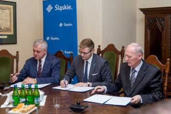 """Podpisanie umów o przyznanie pomocy na """"scalanie gruntów"""" / fot. BP UMWS Tomasz Żak"""