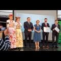 Wojewódzkie Obchody Światowego Dnia Turystyki. Wręczenie dyplomów podczas uroczystości w siedziba Zespołu Śląsk, Pałac w Koszęcinie..