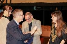 Przewodniczący Komitetu Głównego Olimpiady Astronomicznej - prof. dr hab. Andrzej Sołtan wręcza dyplom Zofii Kaczmarek - zwyciężczyni LX Olimpiady Astronomicznej