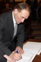 Listę obecności podpisuje Marek Parkitny