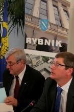 Pierwszy dzień obrad prowadził wicemarszałek Zbyszek Zaborowski, Rybnik przedstawiał prezydent Adam Fudali (z lewej)