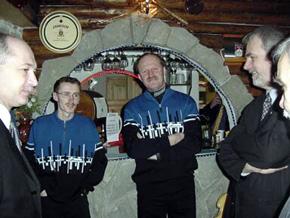 Od lewej: Grzegorz Szpyrka, Adam Małysz, Piotr Fijas i Jan Olbrycht