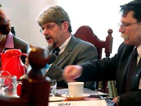 Konferencja prasowa. Minister Ernst Schwanhol i Wiceprzewodniczący Zarządu Lucjan Kępka