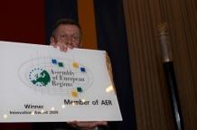 Podczas Sesji Przewodniczący Sejmiku Michał Czarski odebrał od marszałka Śmigielskiego nagrodę ARE dla najbardziej innowacyjnego regionu za projekt SEKAP. Została ona przyznana listopadzie 2009