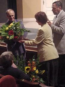 Kwiaty od Wicemarszałka Sergiusz Karpińskiego i dyrektor Łucji Ginko