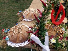 Tradycyjne bochny chleba dla gospodarzy dożynek