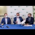 Podpisanie umowy na przebudowę Drogi Wojewódzkiej 929. fot. Tomasz Żak / UMWS